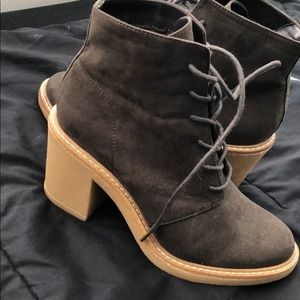 Casual healed lace up boots